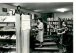 Czytelnia Oddziału dla Czytelników Dorosłych w 1984 roku