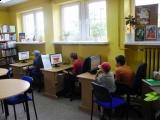 Czytelnicy Filii bibliotecznej w Suchorzu korzystają z bezpłatnego dostępu do Internetu