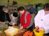 Spotkanie w kuchni staropolskiej przy Bibliotece Gminnej w Trzebielinie - kiszenie kapusty