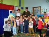W ramach programu Rok z bajką - przedstawienie Czerwony Kapturek w wykonaniu pracowników Biblioteki z wizytą w przedszkolu