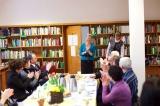 Pracownice Biblioteki dziękują darczyńcom